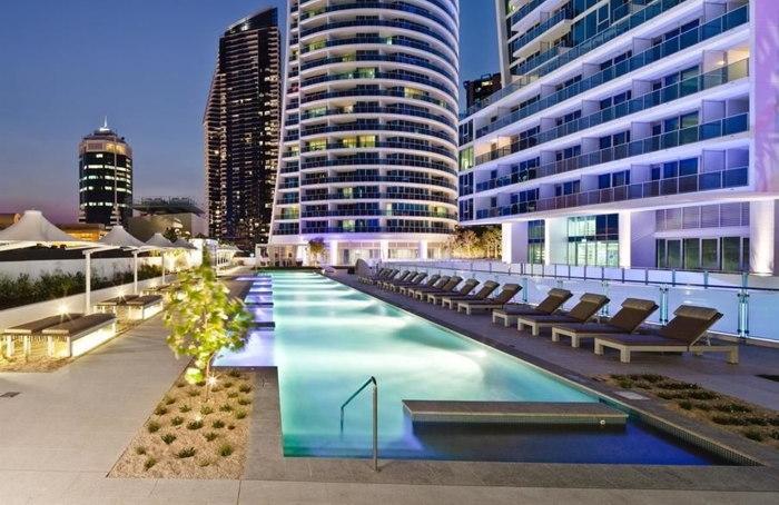 Hilton Surfers Paradise - Pool