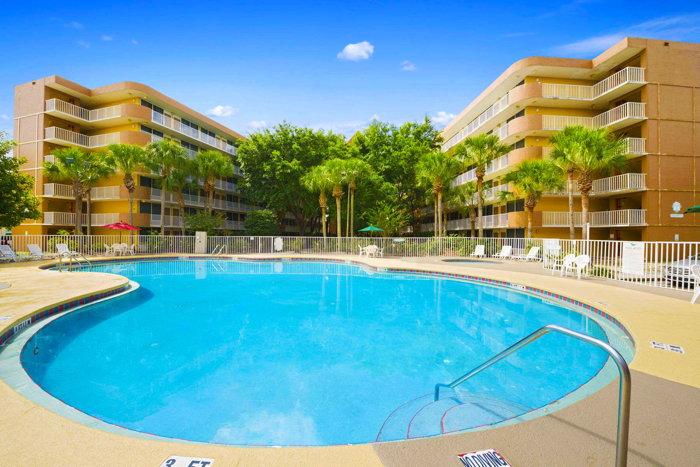 Baymont Inn & Suites by Wyndham - Celebration, Florida - Pool