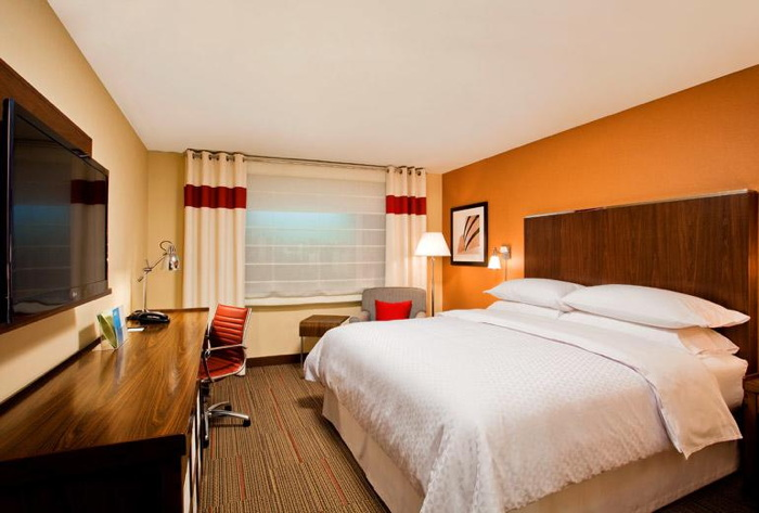A Four Points Hotel guestroom