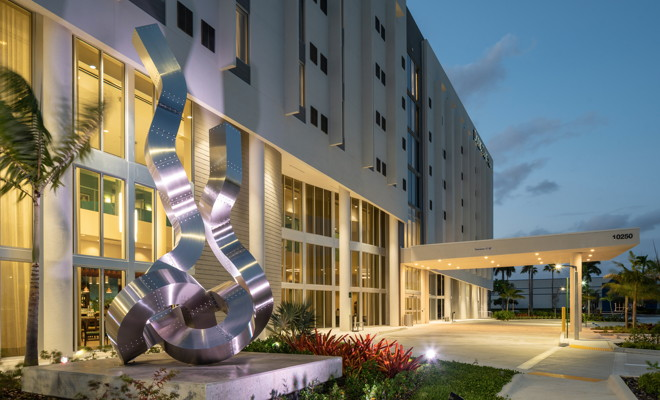 DoubleTree by Hilton Miami Doral Hotel - Entrance