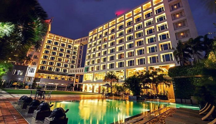 Nashik's [India] Hotel Express Inn - Exterior