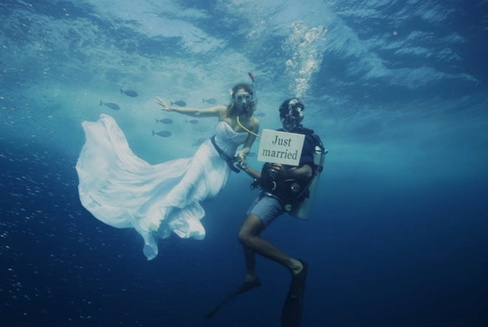 A couple at an Underwater Wedding