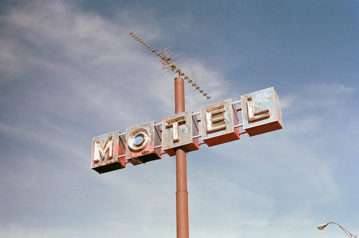 brown metal Motel road sign at daytime - Photo by Steven Lewis on Unsplash