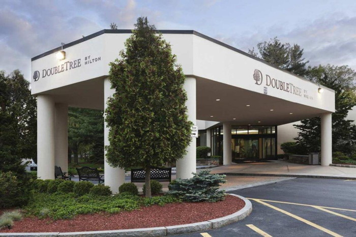 DoubleTree by Hilton Hotel Boston - Bedford Glen - Entrance