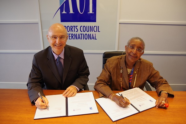 Image from ACI World and Flight Safety Foundation signing ceremony