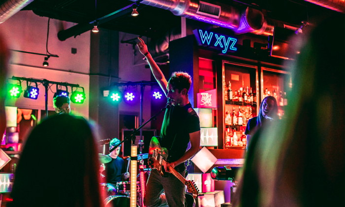 A band playing at a wyz bar