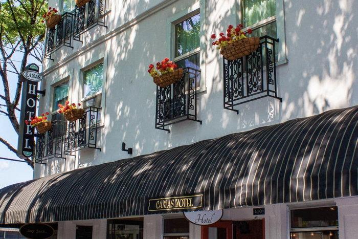Camas Hotel - Exterior