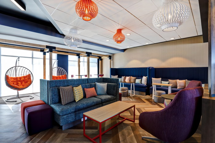 Tru by Hilton Edmonton Windermere - lounge