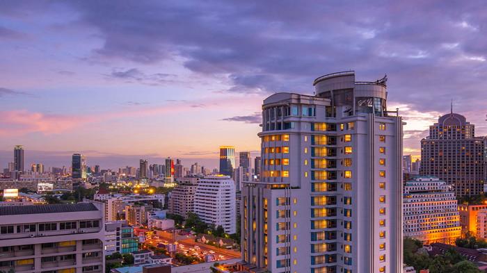 DoubleTree by Hilton Bangkok Ploenchit - Exterior