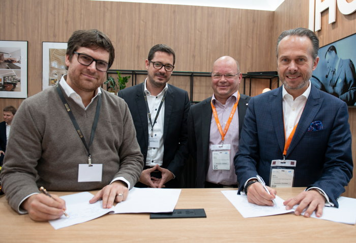 MDA signing with Success Hotel Group: [left to right] Michael Friedrich (CEO Success Hotel Group), Dr. Thomas Leib (Chief Acquisition Officer Success Hotel Group), Martin Bowen (Head of Development, DACH, IHG), Mario Maxeiner (Managing Director, Northern Europe, IHG)