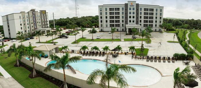 Comfort Inn & Suites in Sarasota - Exterior