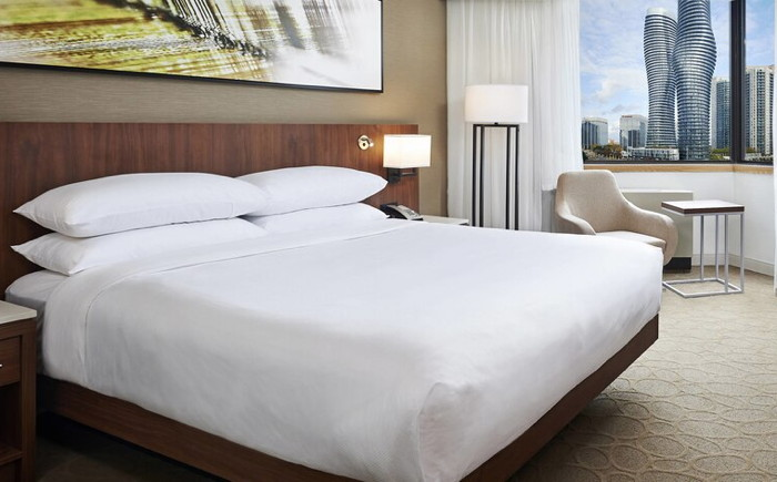 Guestroom at the Delta Hotels by Marriott Toronto Mississauga