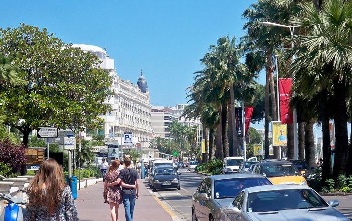 Boulevard de la Croisette in Cannes - Source Wikimedia Joseph Plotz