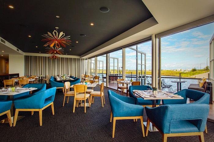 Mercure Sunshine Coast Kawana Waters Hotel - Restaurant