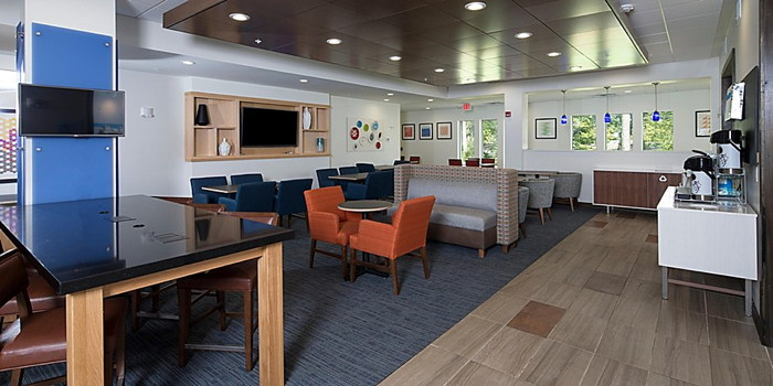 Holiday Inn Express & Suites Michigan City, Indiana - lounge
