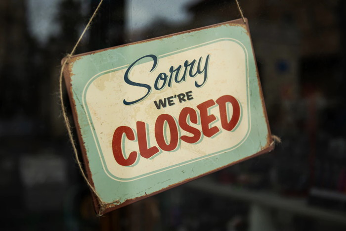 Sign - Sorry we're closed - Unsplash