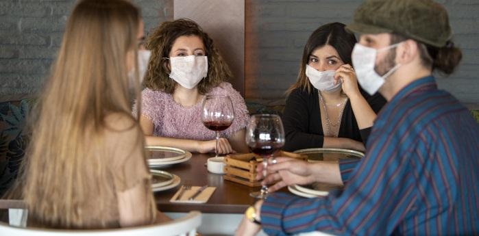 A server wearing a mask - Source National Restaurant Association