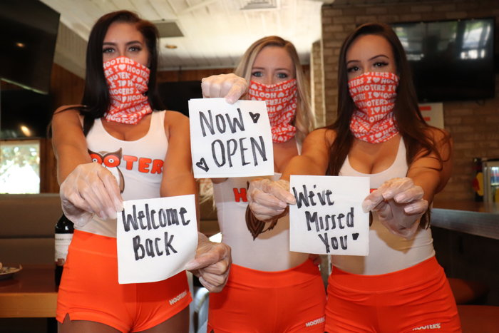 Hooters employees