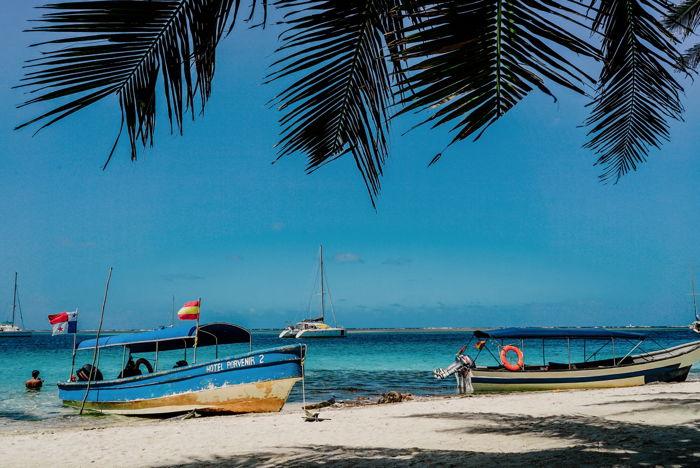 Bateaux allongés sur une plage au Panama - Unsplash