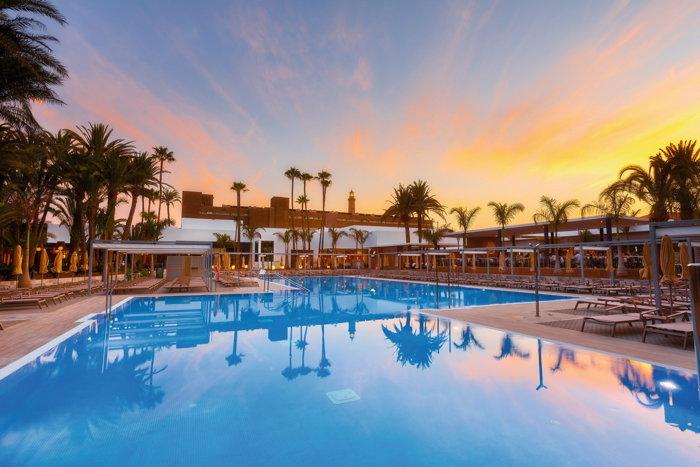 Hotel Riu Palace Oasis - Pool
