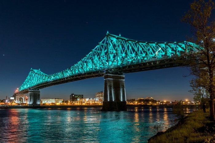 Jacques Cartier bridge in Montreal - Unsplash