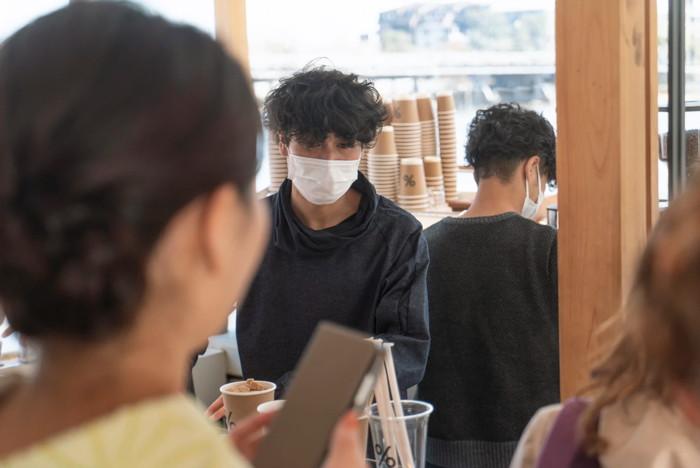 A man wearing a face mask - Unsplash