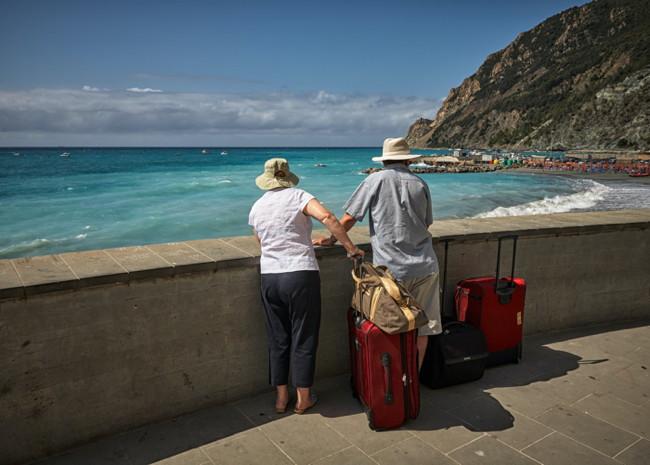 A couple near the ocean - Source - Hotelogix
