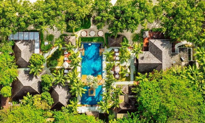 Overhead photo of a pool - Source Hilton