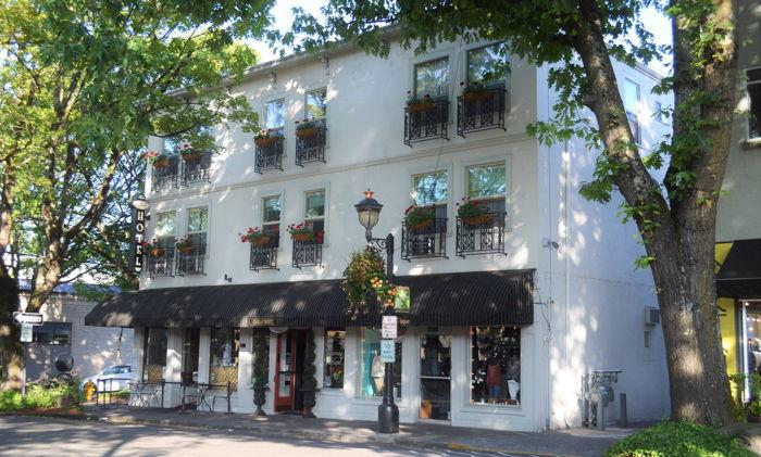 Camas Hotel in Camas, Washington - Exterior