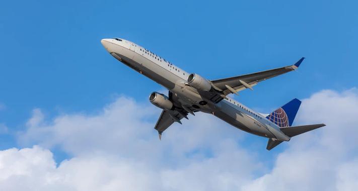 United Airlines 737-900 taking off - Unsplash
