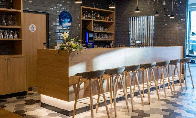 Holiday Inn Express Nice - Grand Arenas Bar