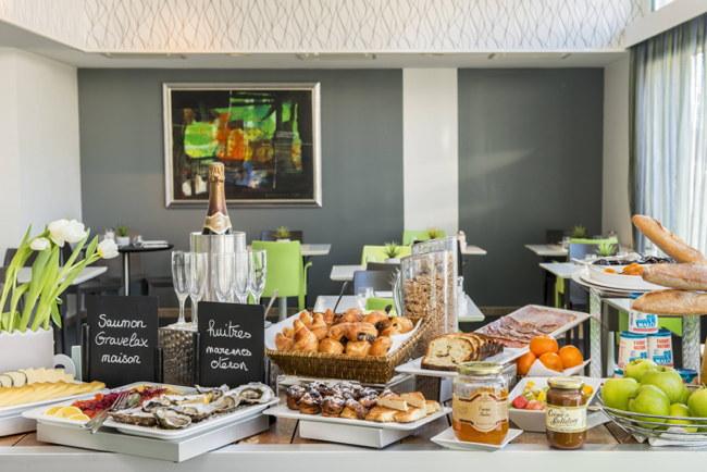 A breakfast buffet - Source TrustYou